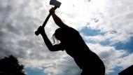 Weniger eine Frage der Kraft als des Körpergefühls: Svenja Bauer bei der Trainingsarbeit