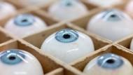 Blau ist nicht gleich blau: Jedes Auge ist einzigartig und unverwechselbar.