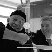 Zielperson: Burgschauspieler Peter Ungeheuer (links) überfällt den echten Bankkaufmann Harald Koch in der Naspa-Filiale