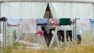 Flüchtlinge kritisieren fehlende Toiletten und Wartezeit