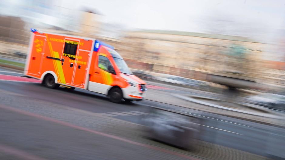 Versorgt: Der Rollstuhlfahrer wurde vom Rettungsdienst medizinisch betreut (Symbolbild).