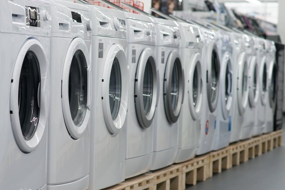 Letzter Ausweg Handwäsche: Weil jeder eine Waschmaschine besitzen will, benötige es Atomkraft.
