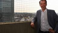 Über den Dächern seiner Stadt: Offenbachs künftiger Rathauschef Schwenke (SPD)