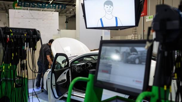 Automechanika -Die Fachmesse für das Produktangebot in den Bereichen Autoteile, Werkstatt- und Tankstellenausrüstung, IT und Management, Fahrzeugwäsche, Zubehör und Tuning beginnt in Frankfurt.
