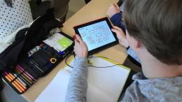 """Kinderschutzbund will """"Digitale Medien"""" als Schulfach"""