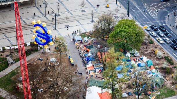 Ein Tag im Occupy-Camp - Der Redakteur verbringt einen ganzen Tag im Camp, um die Menschen und das Leben dort kennenzulernen