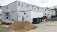 Blockweise: Wohncontainer wie diese in Hofheim sind in letzter Zeit öfters für die Unterbringung von Flüchtlingen aufgebaut worden. (Symbolbild)