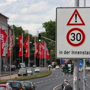 Bald mit festem Blitzer: Ob sich alle an das Tempolimit auf der Rheinachse in Mainz halten, wird kontrolliert.