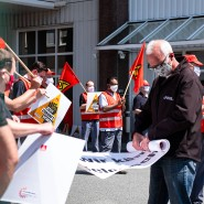 Eingerollt: Die Belegschaft von Günther & Co. hat für den Bestand des Frankfurter Betriebs gekämpft, nun sieht es doch nach einer Schließung aus