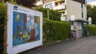 In Oberursel wird Kunst am Straßenrand großformatig in Szene gesetzt.