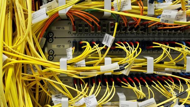 Betreiber von Internet-Knoten reicht Klage gegen BND ein