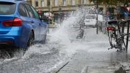 Volle Ladung: Frankfurt führt als letzte deutsche Großstadt die Trennung zwischen Schmutz- und Regenwasser ein.