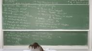Fehlkalkulation: Manches Fach erfordert mehr mathematisches Können als viele Studienanfänger mitbringen. Bisweilen fehlt es Abiturienten sogar an Mittelstufenwissen.