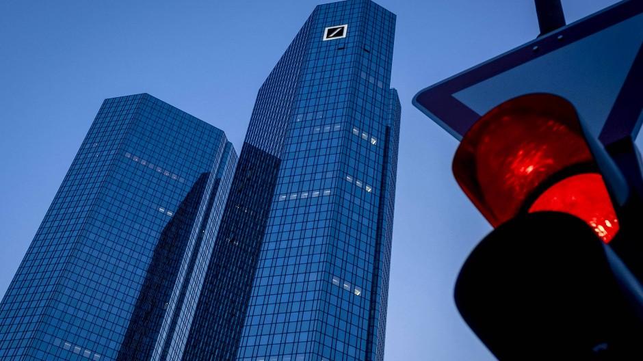 Unruhige Zeiten: Die Pandemie macht der Deutschen Bank zu schaffen.