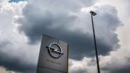 Wirtschaftliche Verwandtschaft: Über die Schwestermarke Vauxhall verkauft Opel in Großbritannien so viele Autos wie sonst in keinem anderen Land Europas.