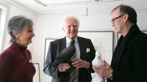 Zwei Tauben für Hilmar Hoffmann