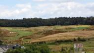 Kein Müll: Statt zu einer Deponie umgewandelt zu werden, ist der Römersberg zum Teil des Golfplatzes bei Steckenroth geworden.