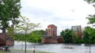 Brücke, Turm, Fluss: Die Simulation des Brückenturms auf der Alten Brücke in Frankfurt.