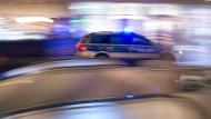 Zwei Männer am Mainufer niedergestochen
