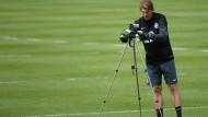 Vorsicht, Kamera: Torwarttrainer Michael Kraft arbeitet sehr gerne mit dem Videobeweis.