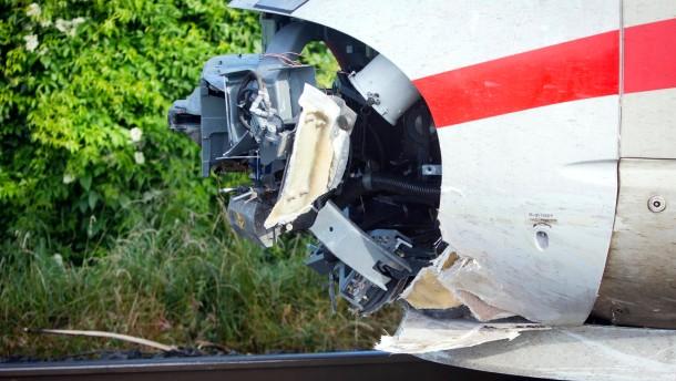 Bahnstrecke nach ICE-Unfall wieder frei