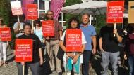 Spontaner Protest: Zumtobel-Mitarbeiter am Dienstag in Usingen
