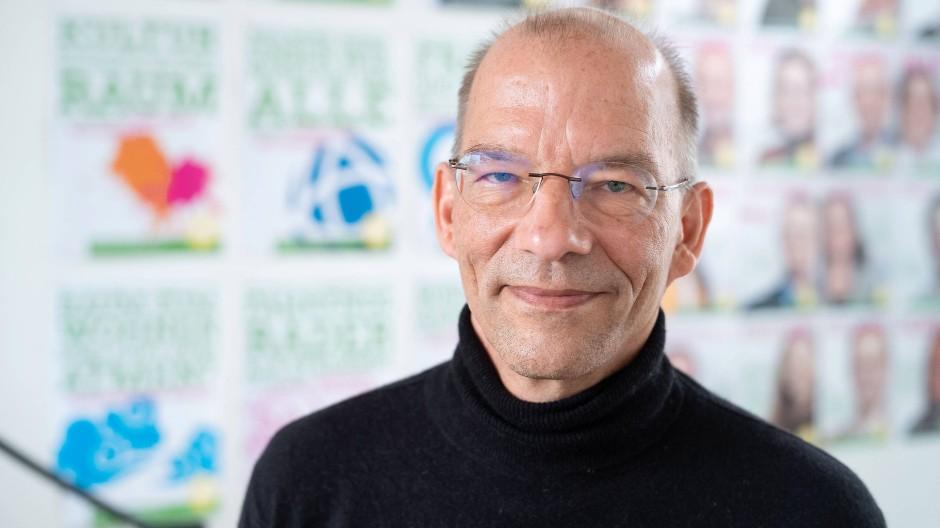 Bastian Bergerhoff: Der Grüne Parteisprecher ist sich bei den Koalitionsverhandlungen mit der Frankfurter FDP nicht immer einig.