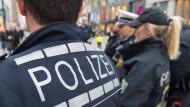 Mutter steht unter Mordverdacht: Die Polizei hat die junge Frau festgenommen, nachdem die Gießener Klinik Alarm schlug. (Symbolbild)