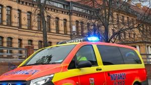 Rollstuhlfahrer aufs Gleis gestoßen - Tödlicher Unfall nach Fahrzeugpanne