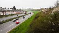 Eine Autobahn, die unsichtbar werden soll: In diesem Abschnitt soll die A661 erweitert und überbaut werden.