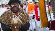 """Vergangenheit: Karnevalist Wolfgang Schuster vom Karnevalsverein Südend Fulda als """"Neger vom Südend"""""""
