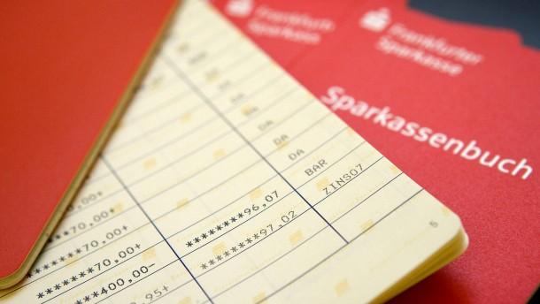 Wieso Sparkassen-Kunden um alte Verträge kämpfen sollten