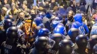 Polizisten sicherten die AfD-Veranstaltung gegen Protestierer