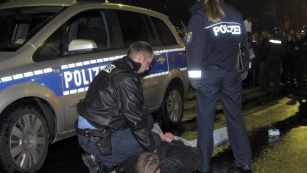 Polizei in Frankfurt mit Flaschen angegriffen