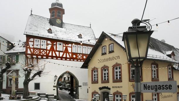 Königstein - Ansichten der Altstadt und Burg der Taunusstadt aus Anlass der Feiern zu 700 Jahre Stadtrechte.