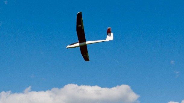 Flugzeug laut Pilot fast mit Modellflieger kollidiert