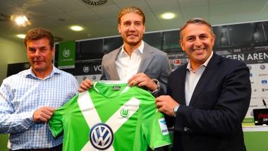 Von Dänemark nach Deutschland: Nicklas Bendtner hat nicht lange gezögert, als ihm der Manager Klaus Allofs (rechts) einen Wechsel schmackhaft machte.
