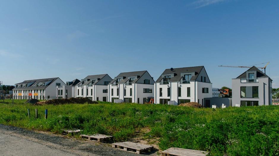 Wohnen in Hessen: Die Größe, Lage und Nutzung der Immobilie wirkt sich auf die Steuerhöhe aus.