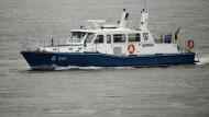 Bereits vergangene Woche ist der junge Flüchtling im Rhein ertrunken. Rettungskräfte suchten daraufhin erfolglos nach dem Mann. (Symbolbild)