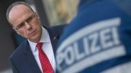 Weniger Kriminalfälle, höhere Aufklärungsquote: Innenminister Beuth legte die neue Statistik vor