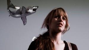 Kunstkino mit fliegenden Haien