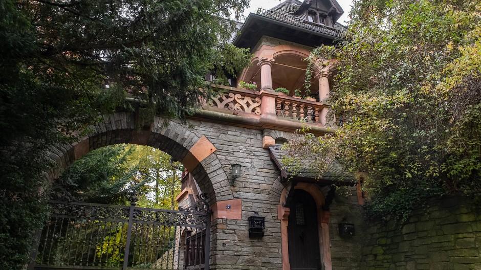 Villenlandschaft: Das Pförtnerhaus der Villa Meister ist ein klassisches Beispiel eines Gebäudes im Vordertaunus.