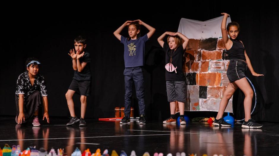 Echte Bühne: Theater und Schulen studierten trotz Corona Stücke ein, zum Beispiel die 3b der Bonifatiusschule.
