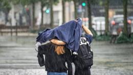 Starkregen bei sommerlichen Temperaturen möglich