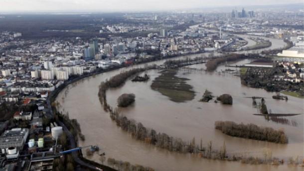 Erste Scheitelwelle des Mains hat Frankfurt passiert