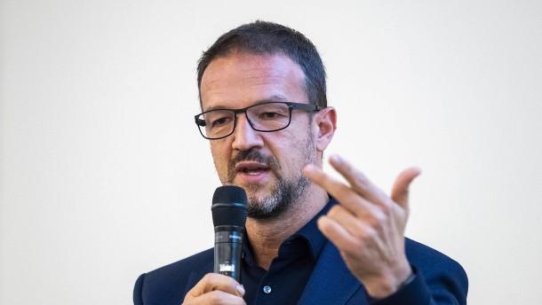 Eintracht spendet 500.000 Euro für soziale Zwecke