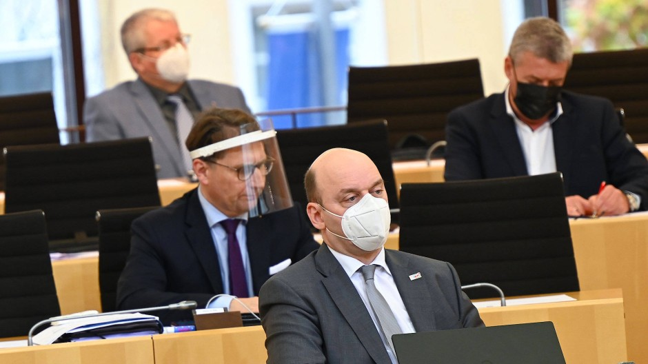 Abfuhr: Zum wiederholten Male ist die hessische AfD, hier Teile ihrer Landtagsfraktion, vor Gericht gescheitert
