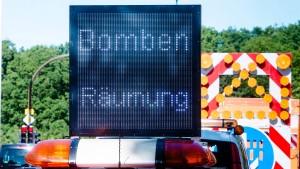 Bombensucher ziehen ohne Bombenfunde ab