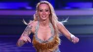 """Mag kleines Bauchi: Cora Schumacher bei einem Auftritt in der RTL-Tanzshow """"Let's Dance"""". Im aktuellen Playboy zeigt Cora noch mehr Haut."""