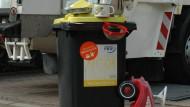 Bobbycar inklusive: Dieses Bild zeigt, was im Rahmen des Frankfurter Modellversuchs alles in die gelbe Tonne darf